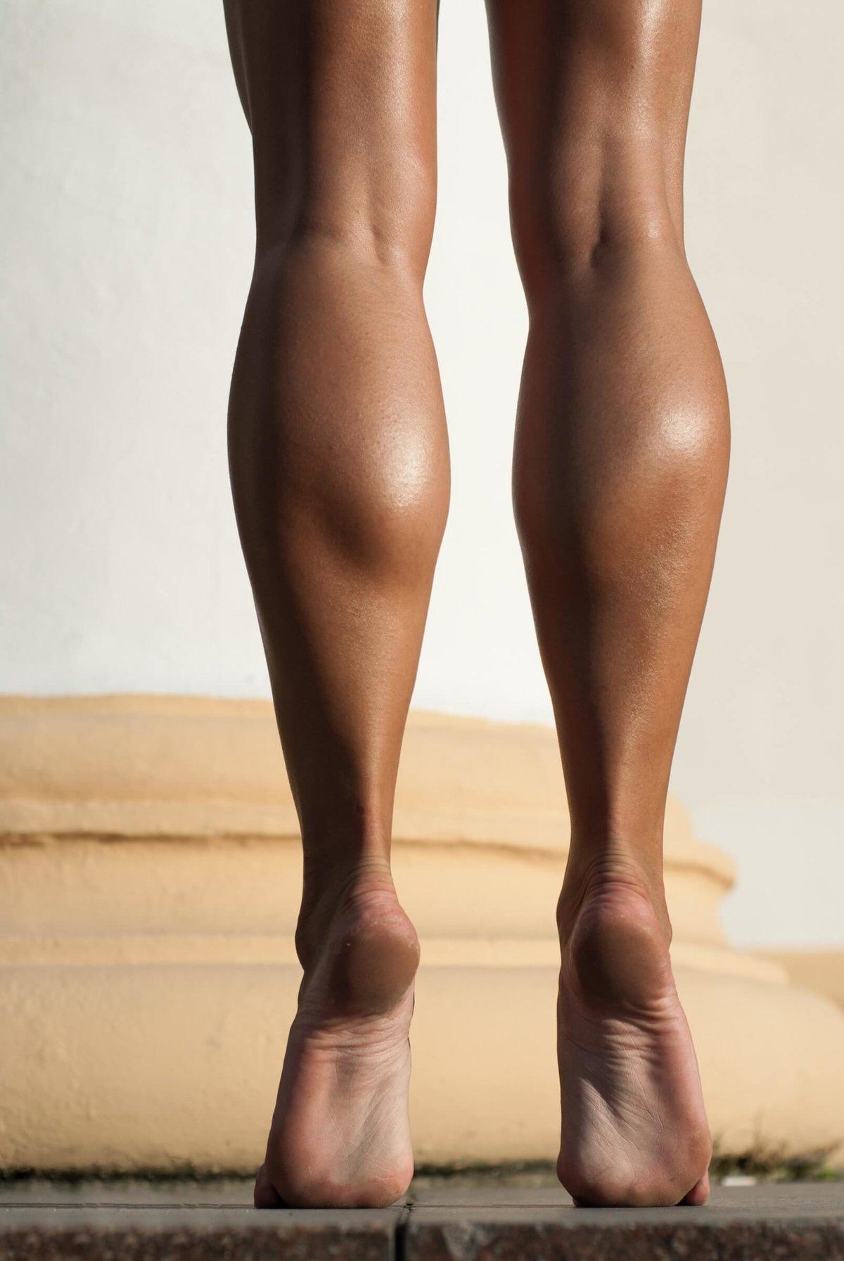 других девушка напрягла ноги фото лицезрела великие битвы