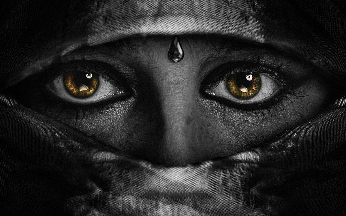 Глаза в темноте картинка