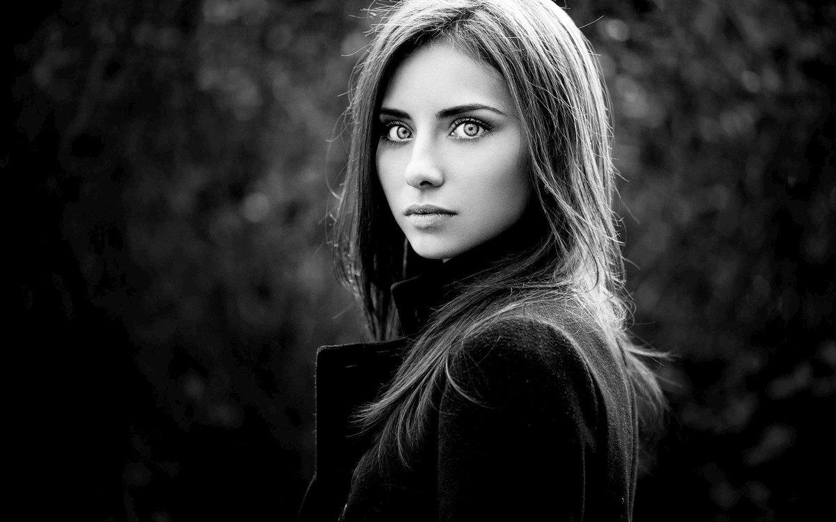 Картинки девушек черно-белые красивые