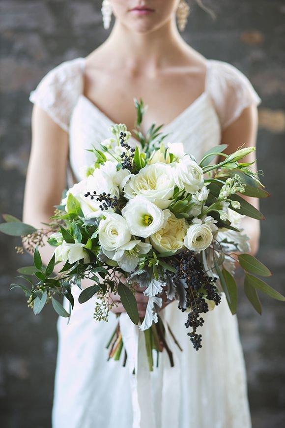 Цветов, асимметричный свадебный букет