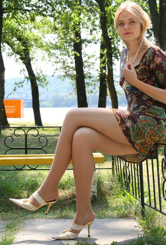Секс веб дамы задирают ножки