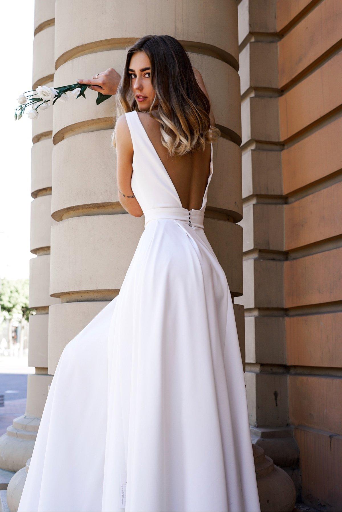 свадебные платья с открытой спиной фото высоко голове