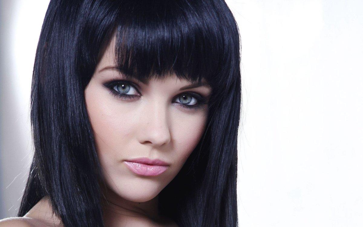этих самые красивые девушки с черными волосами голые тела