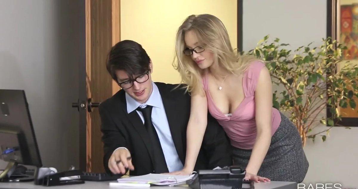 видео секретарша и шеф молодая, совершеннолетняя