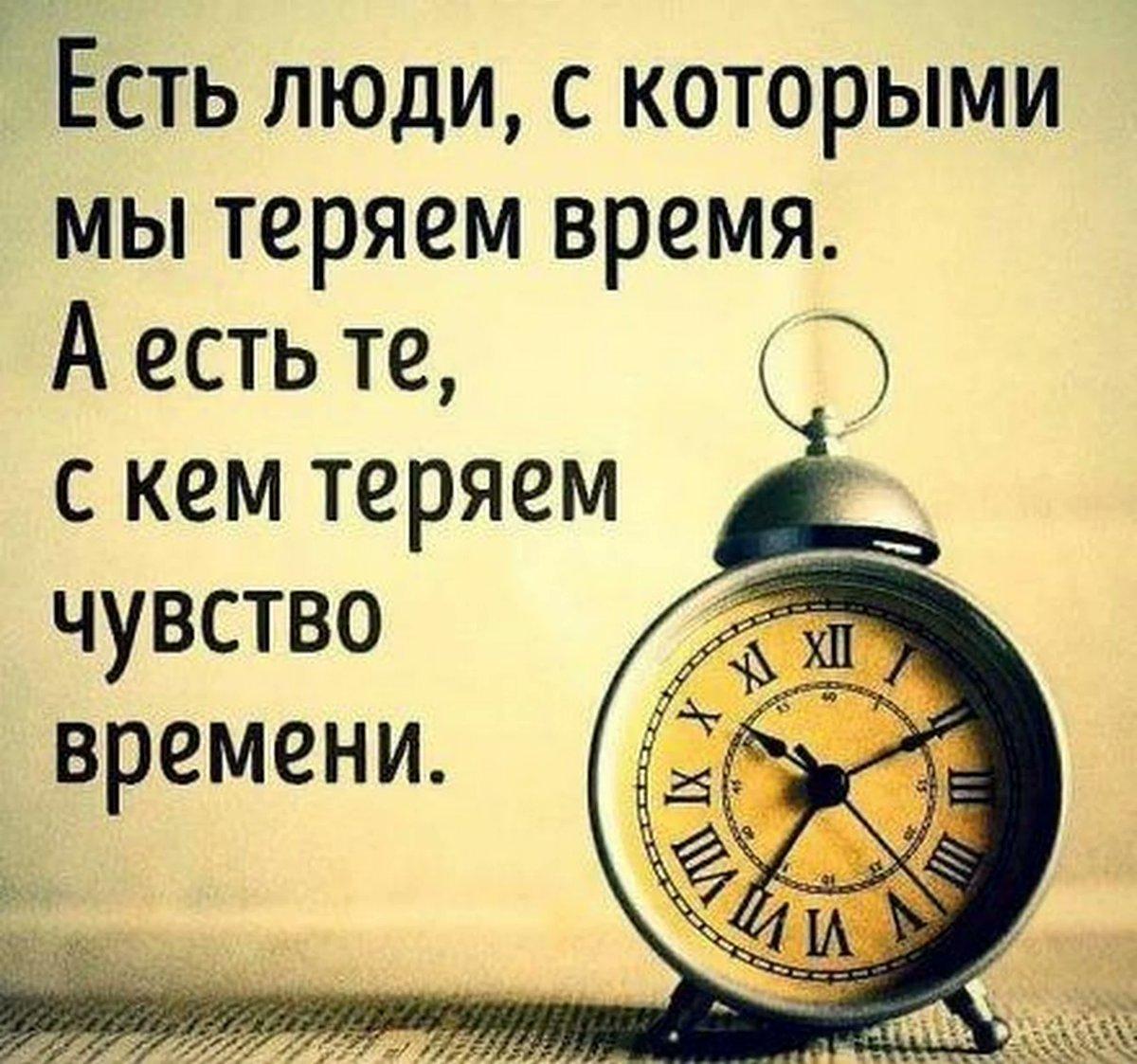 Слоган на территории россии, часы изображены лишь немного крупнее натуральной величины.