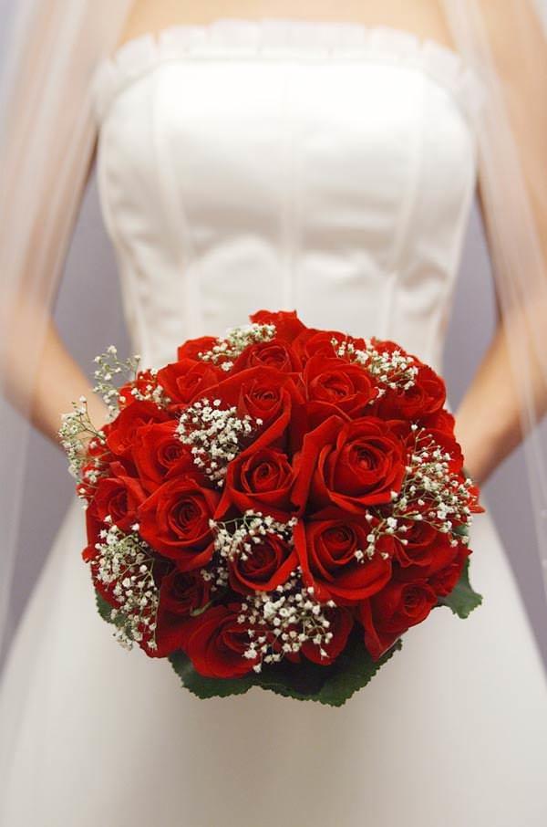 Доставка, свадебные букеты в красно-белом цвете