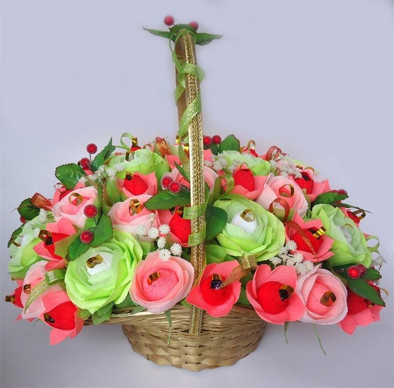 Купить корзину цветов из бумаги с конфетами