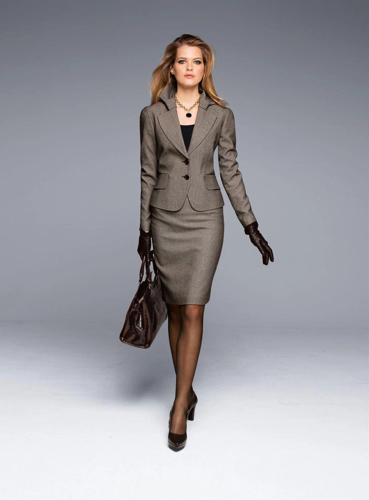 бизнес леди в полный рост фото позже