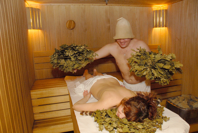 мытье женщин в бане - 2