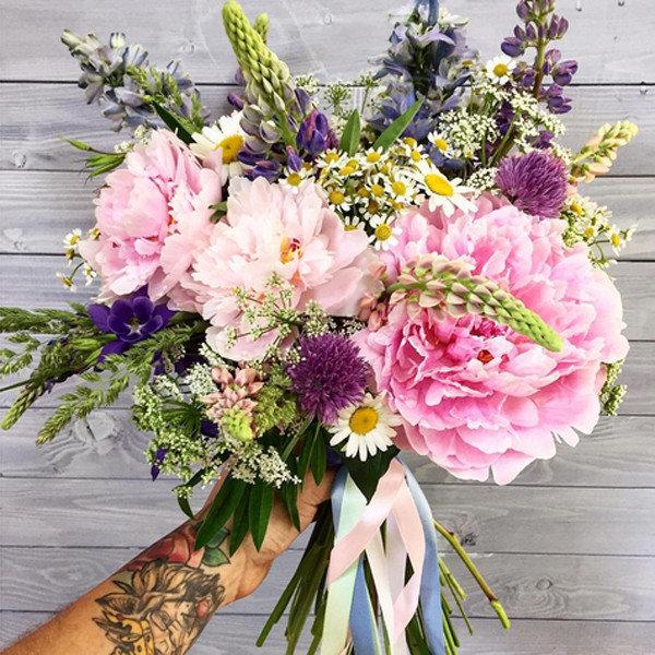 Цветов баку, свадебный букет из пионов и ромашек