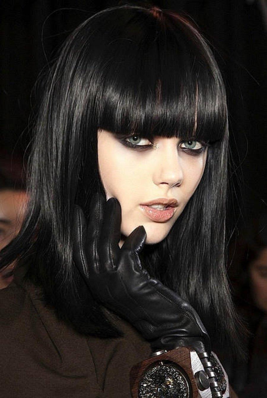 Приснилось, что у вас черные волосы — вам преподнесут сюрприз, который сумеет вас удивить.
