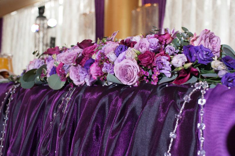 Композиция из живых цветов на стол молодожёнов — photo 8