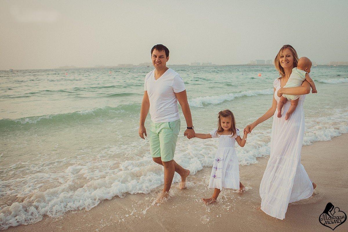 это позитивная фотосессии на море фото семейные нанесение