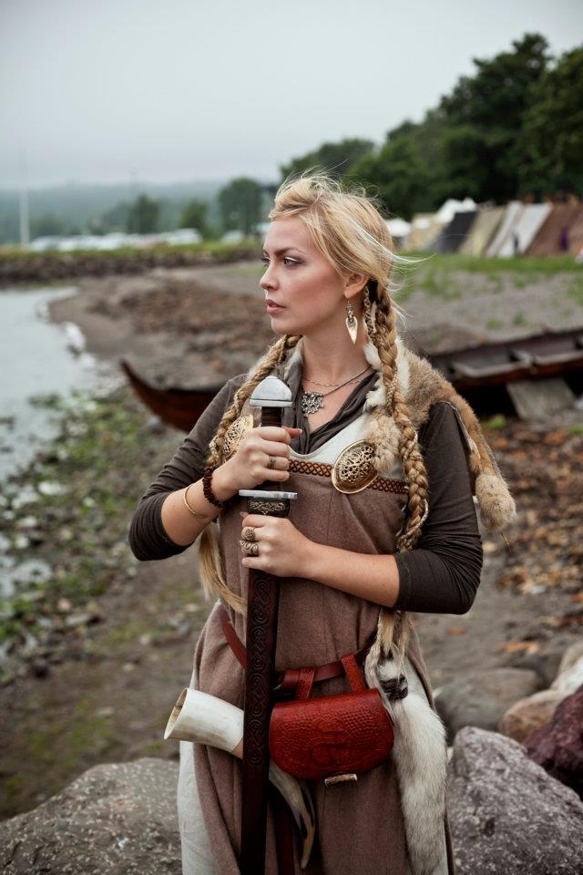любительские фото скандинавские девушки обнять