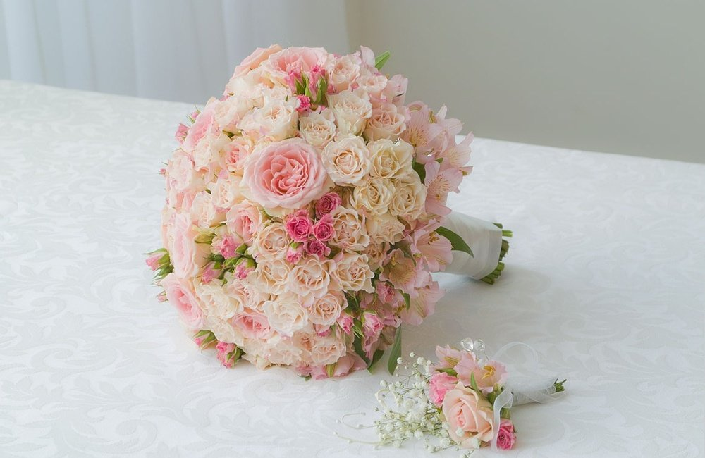 Букет невесты кустовые розы розовые, букет невесты