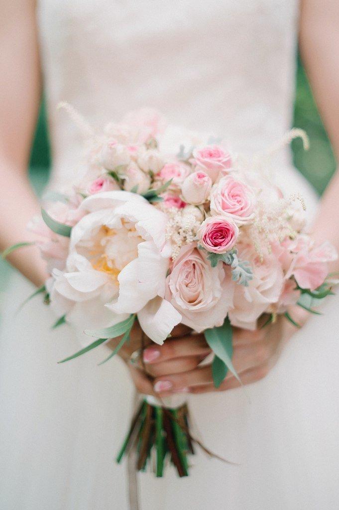 Кустовые, нежный букет невесты из пионов и роз