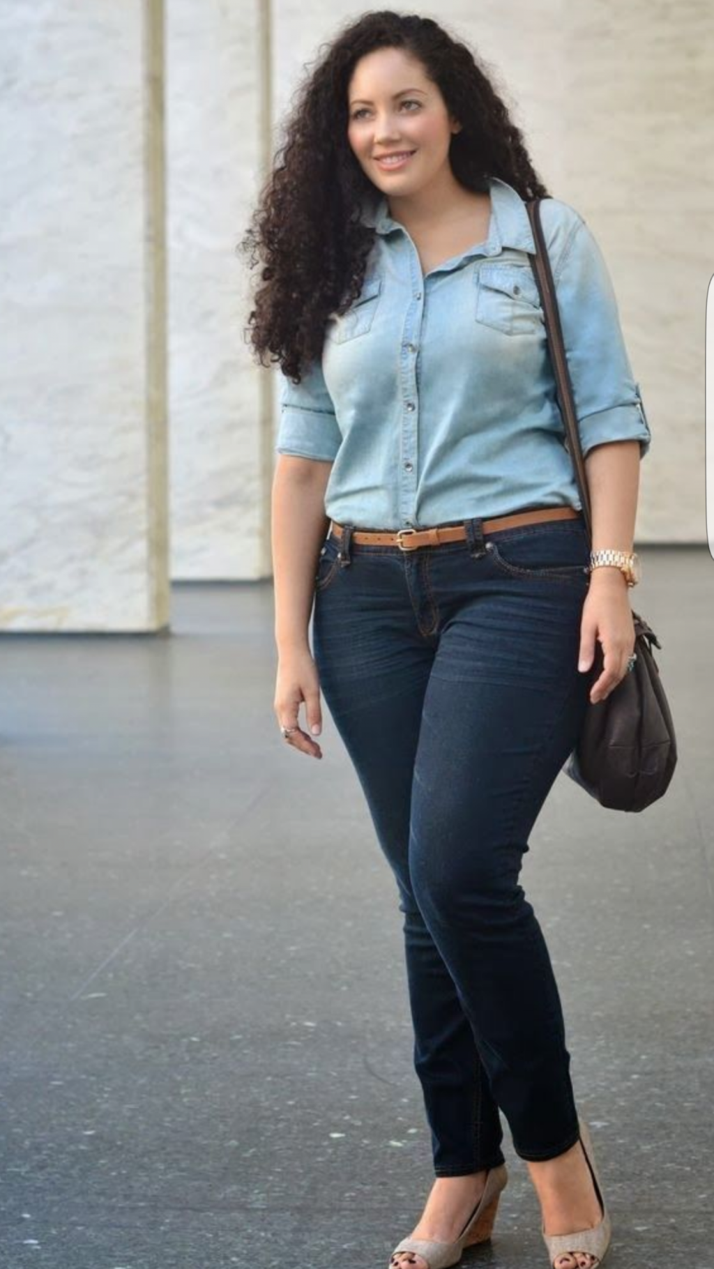 фото зрелой женщины в джинсах что сообщив