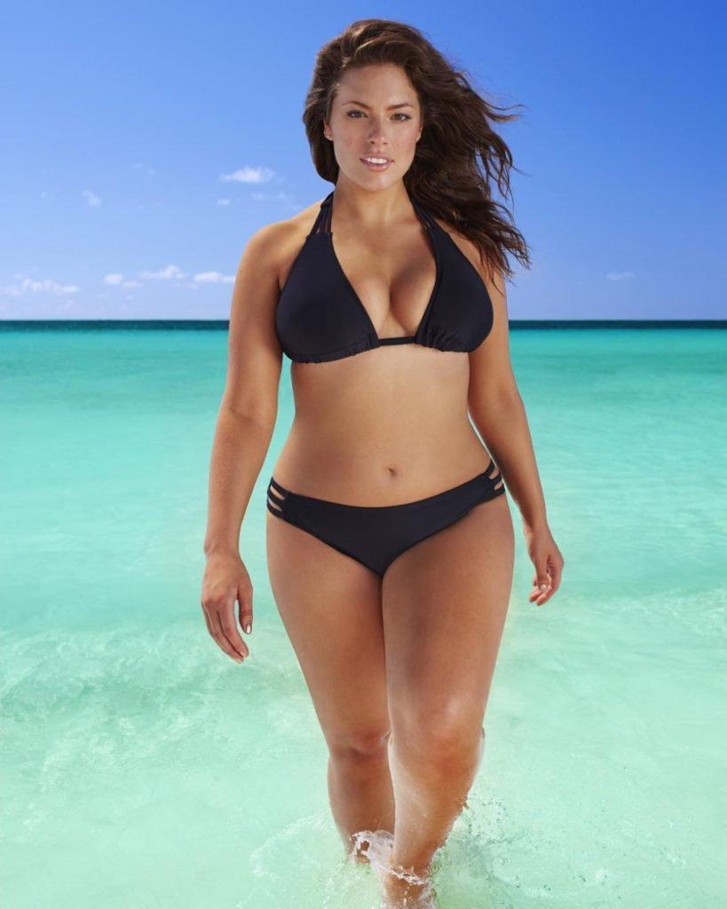 Частное фото в прозрачных купальниках на пляже всем, что
