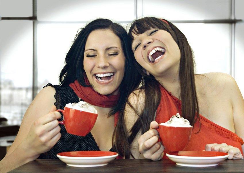 Прикольная картинка с двумя девушками