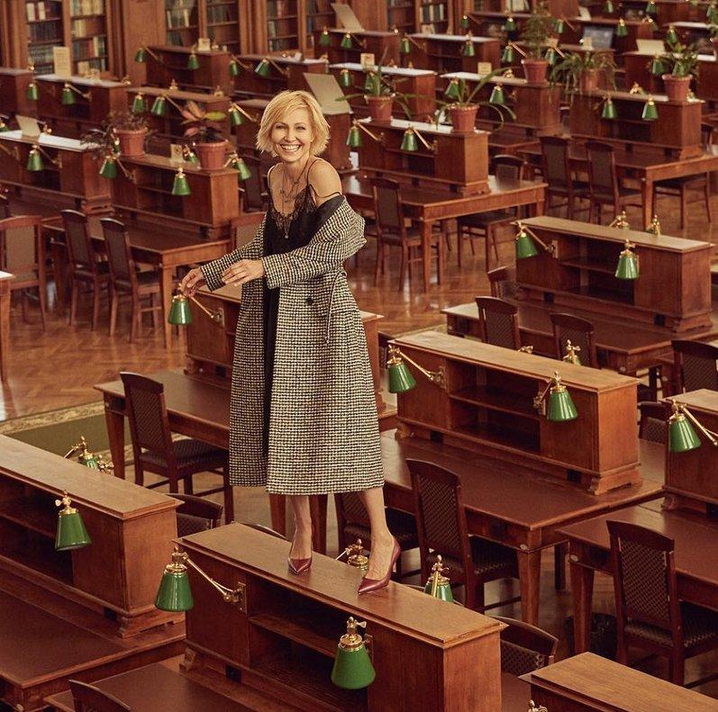 За фото Дапкунайте на столе в Ленинской библиотеке уволят Дуда?