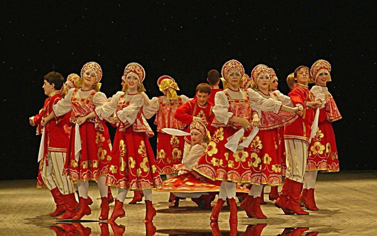 russkaya-devushka-tantsuet-brazilyanki-s-samimi-pishnimi-popami-hhh-video