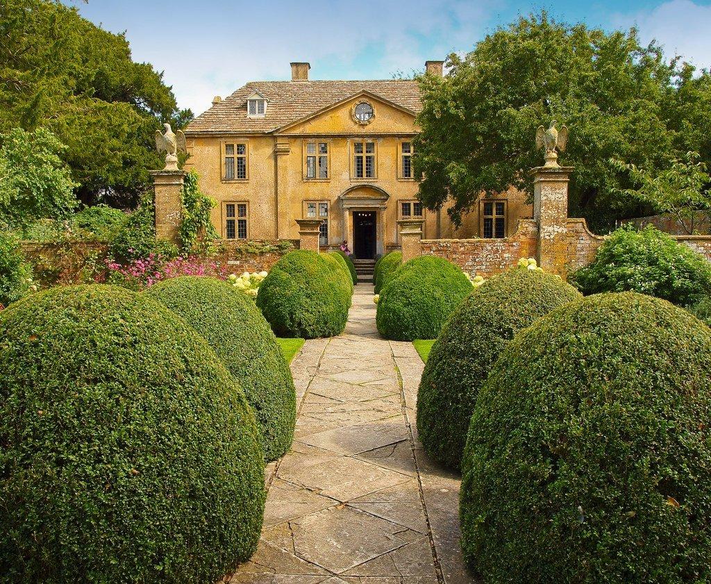 картинки особняки с садом нём можно