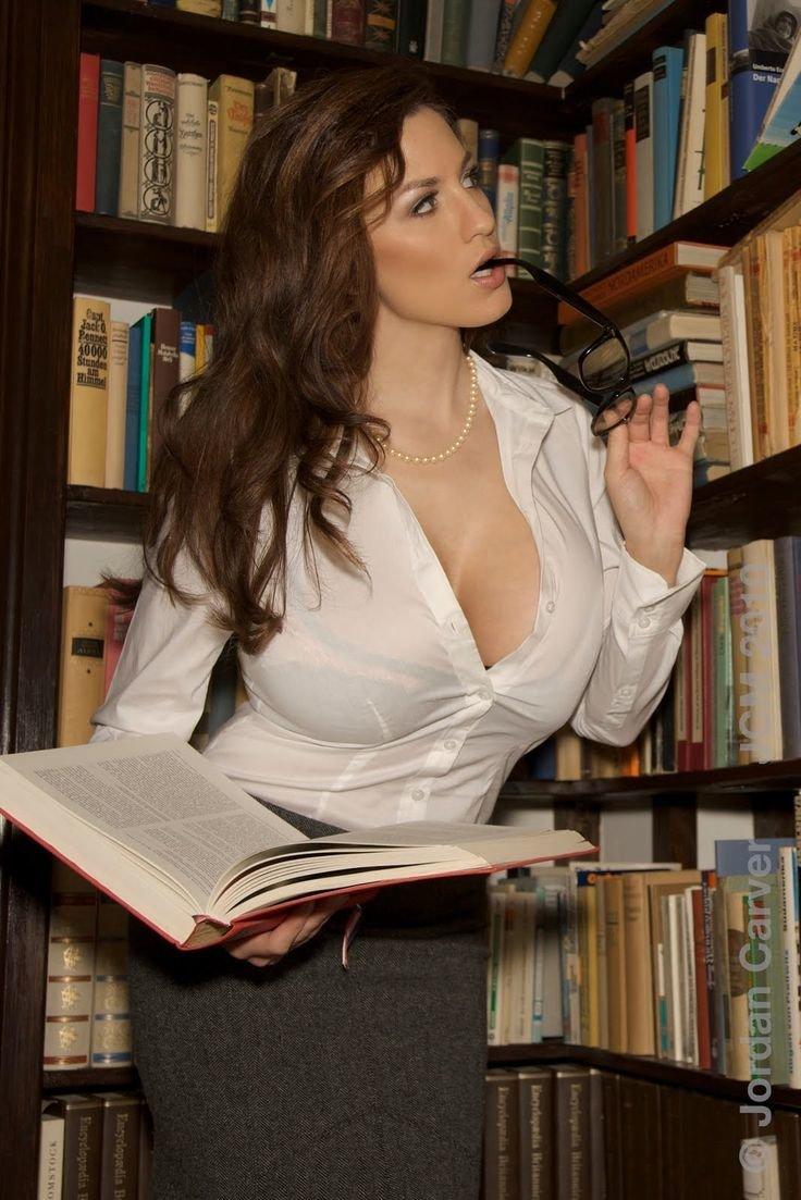 библиотекарша дает в попу увлечённо рассказывал