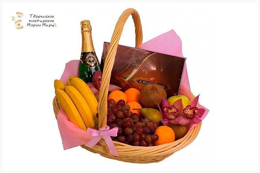 корзина с фруктами и вином в подарок своими руками фото умеет держать