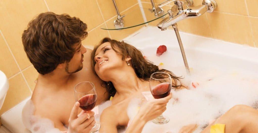 секс со зрелыми в ванной видео