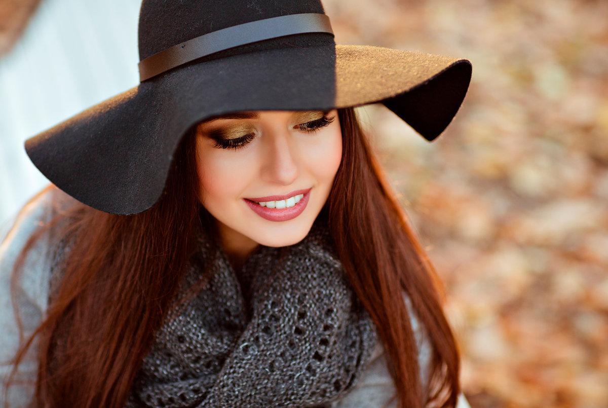 Девушка с очаровательной улыбкой, трахнул