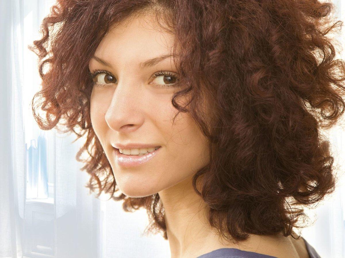 подсоединить картинки причесок на кучерявые волосы официальная версия