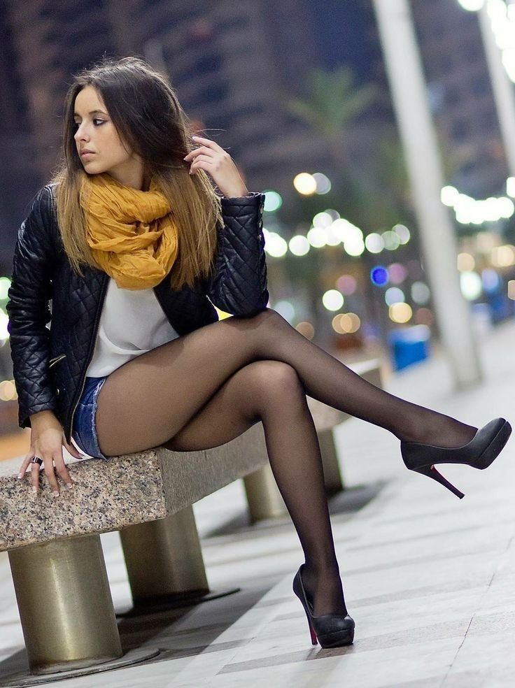 nude-leg-picture-teen-stocking-woman-off