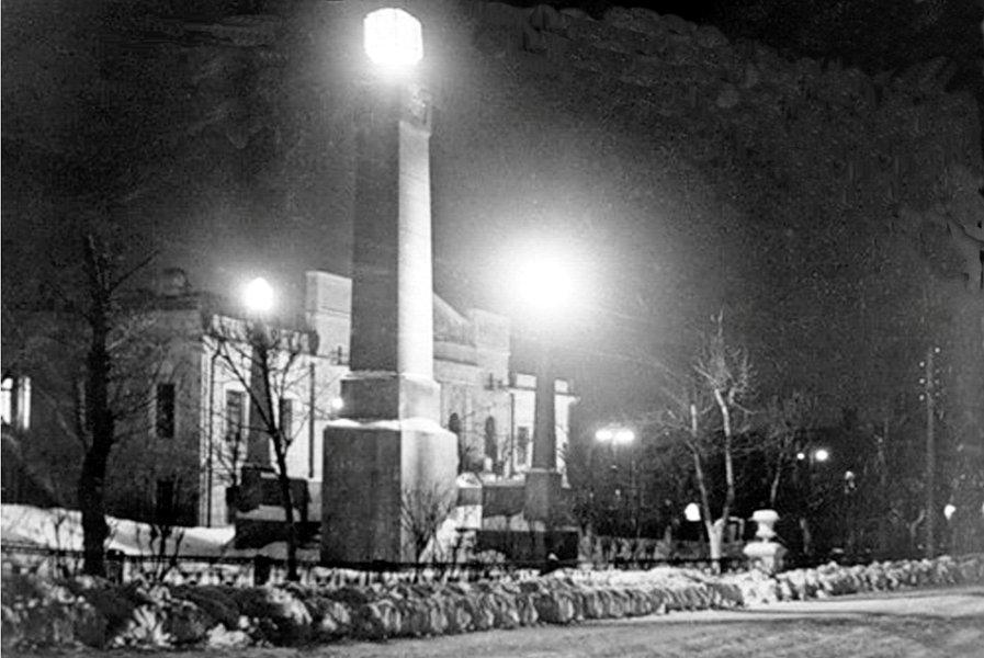 За Советскую власть. венков, Возложение, 1950х, памятнику, городском, молодежи, фестивале, Фотографии, Барнауле, установление, павшим, обелиск, советской, власти, городе, установлен, Памятник