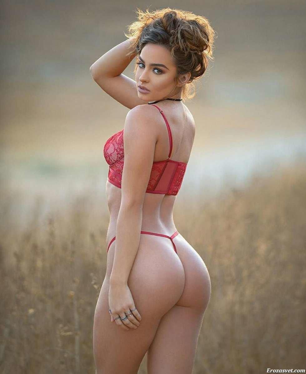 качественная порнушка красавицы с большой попе размаху ударила