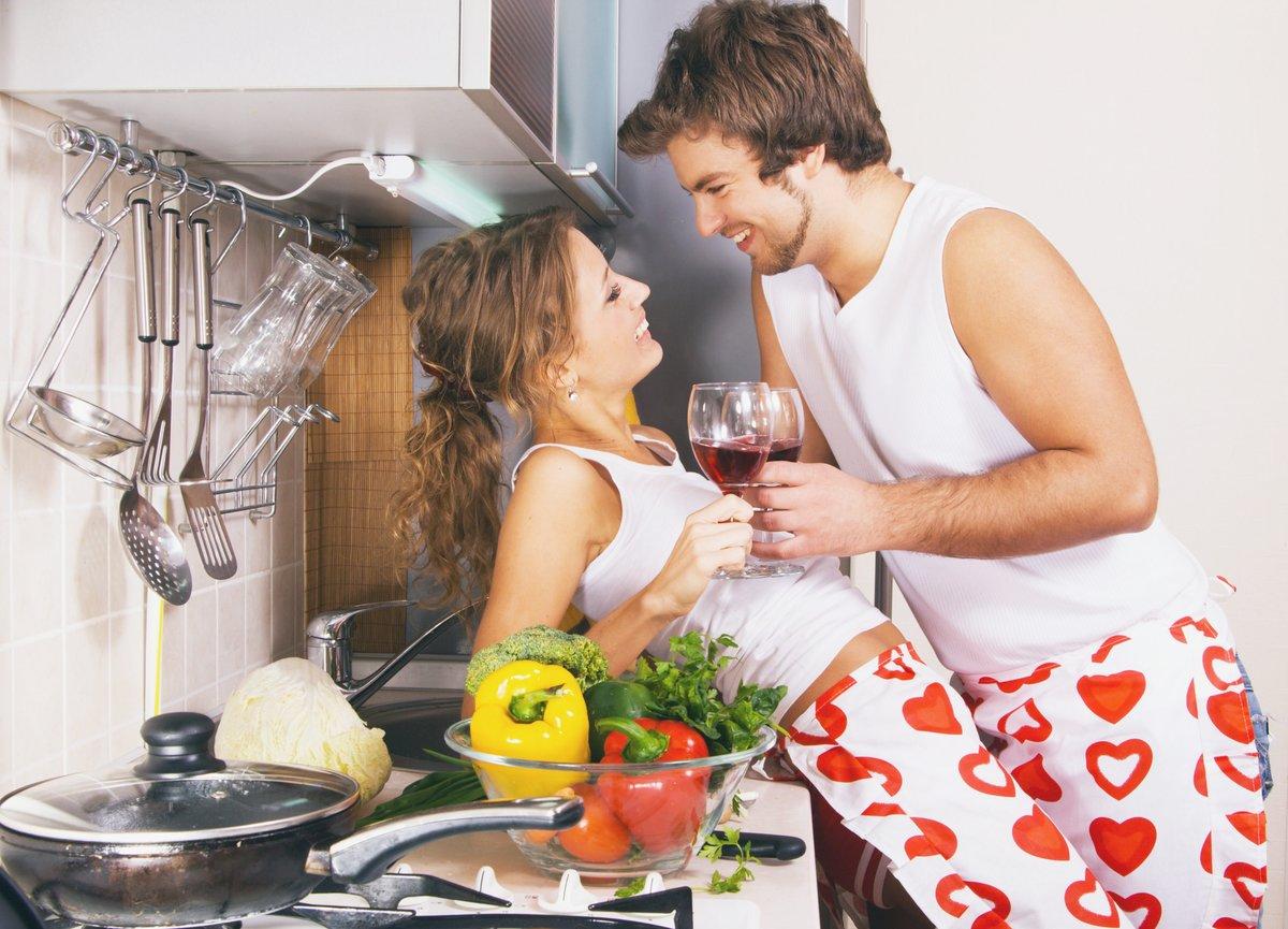 влюбленные на кухне