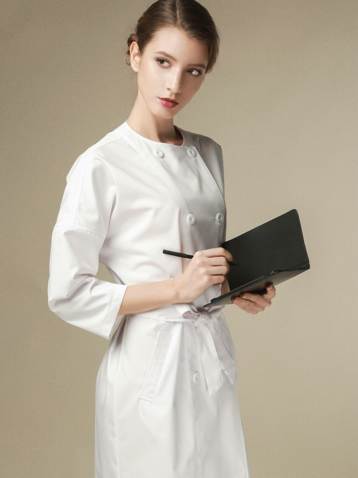 картинки девушки в белом халате