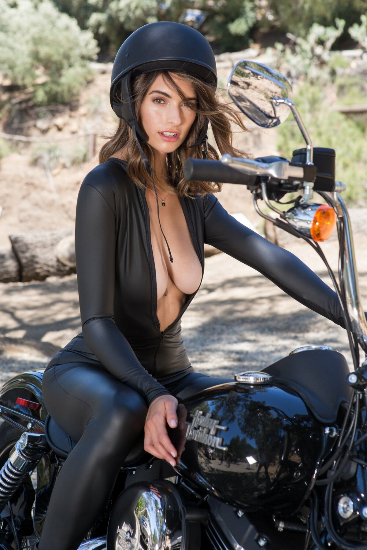 Motorcycle and nude female — pic 3