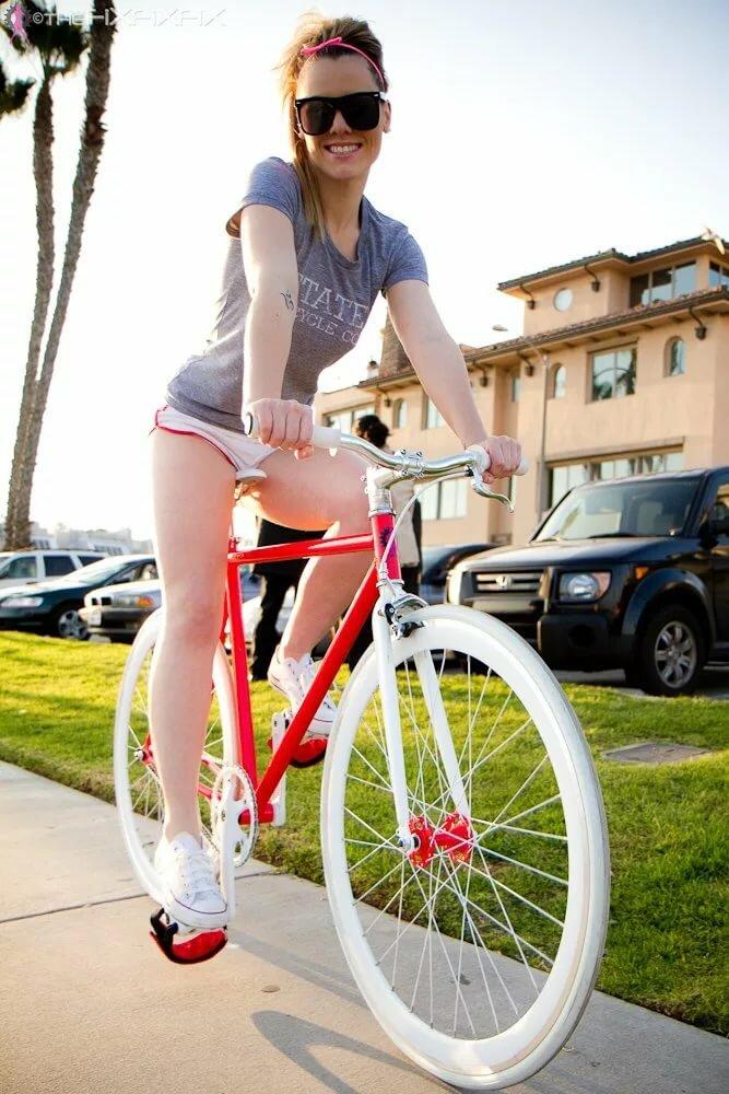 конце видео член в велосипеде видео давай рачком деловито