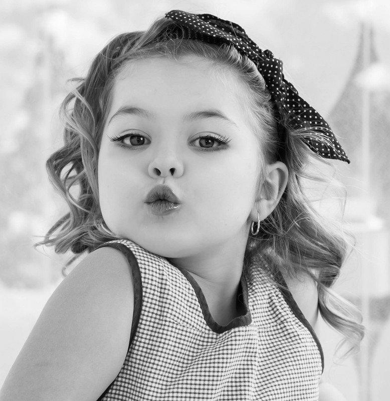 Смешную картинку маленькой девочки