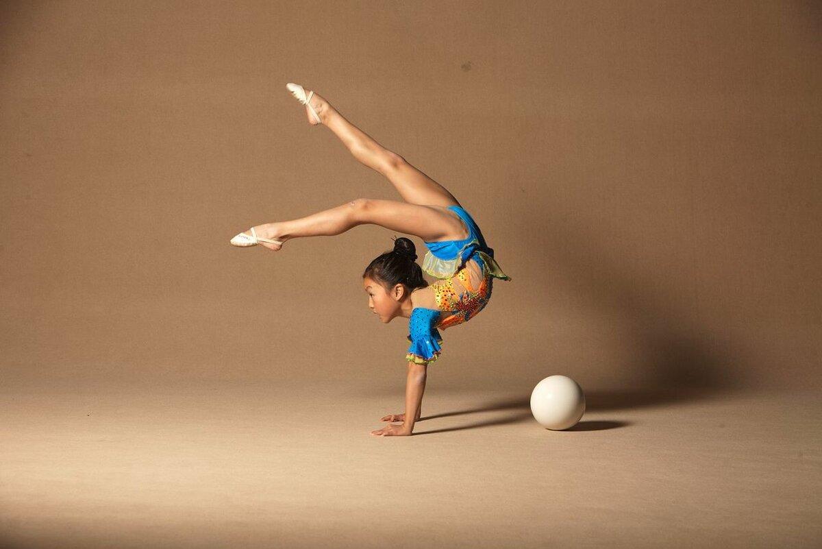 gimnastki-aist-foto-zrelie-zhenshini-eroticheskoe-video-na-russkom