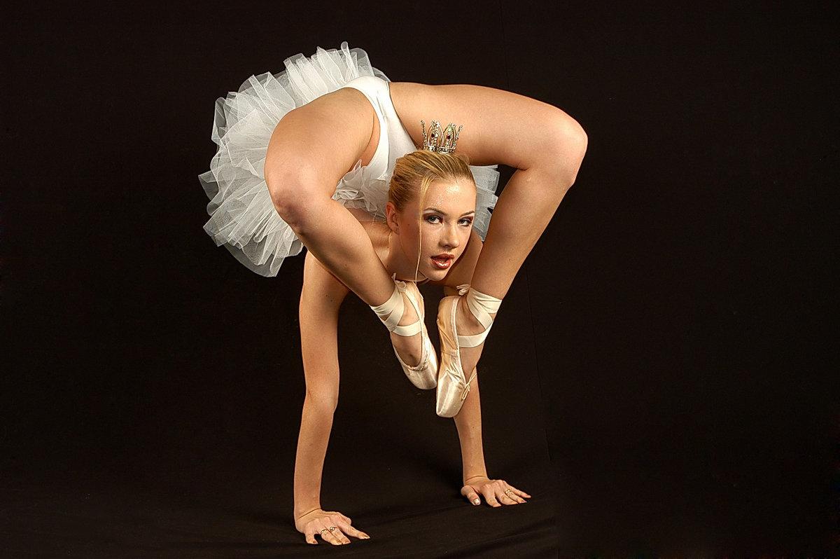 Смотреть гимнасток и балерин раздвигающих ноги