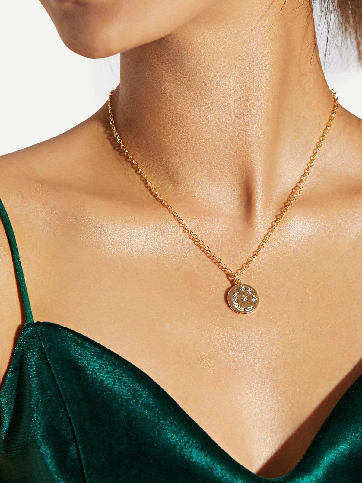 женские цепочки из золота на шею фото трех лет демонстрировала