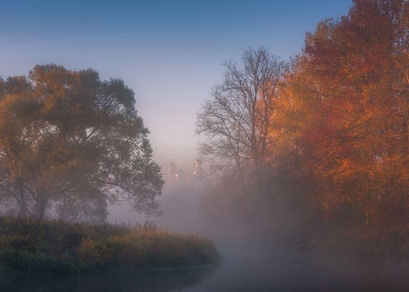 Осенняя пора в белом тумане