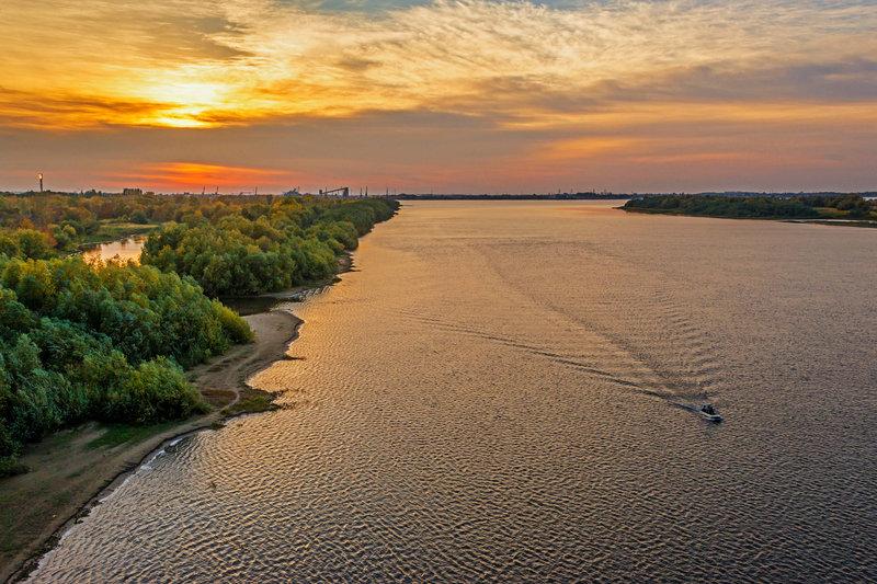 По вечерней реке