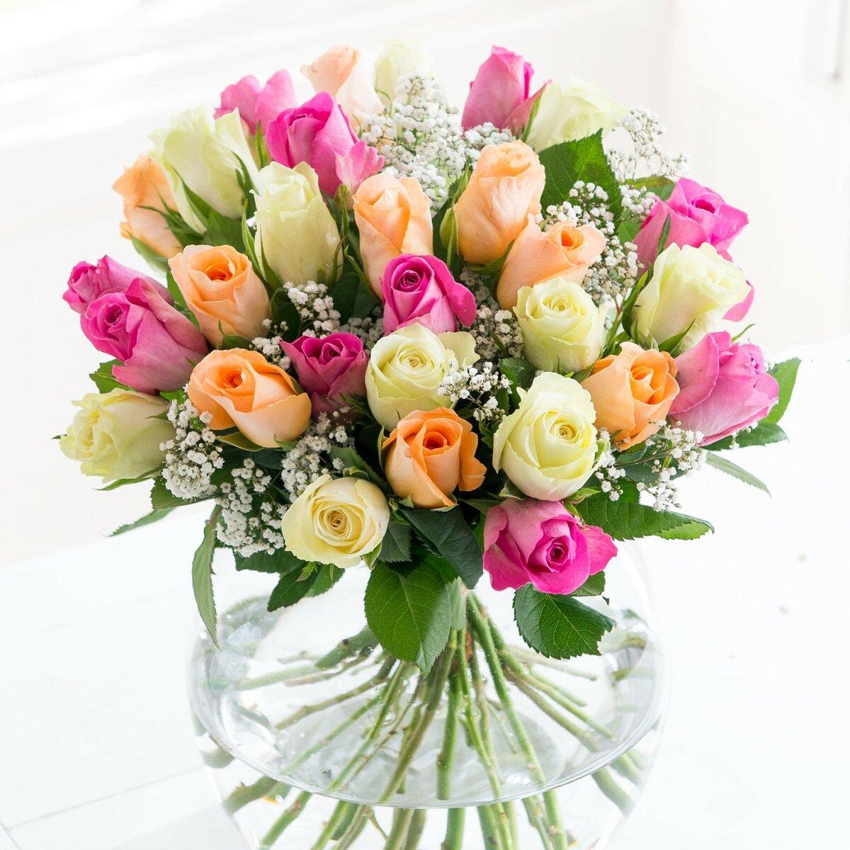 Красивая открытка девушке с цветами, флешки для