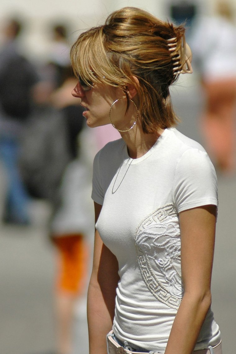 Girls with nipples protruding through shirt — img 9