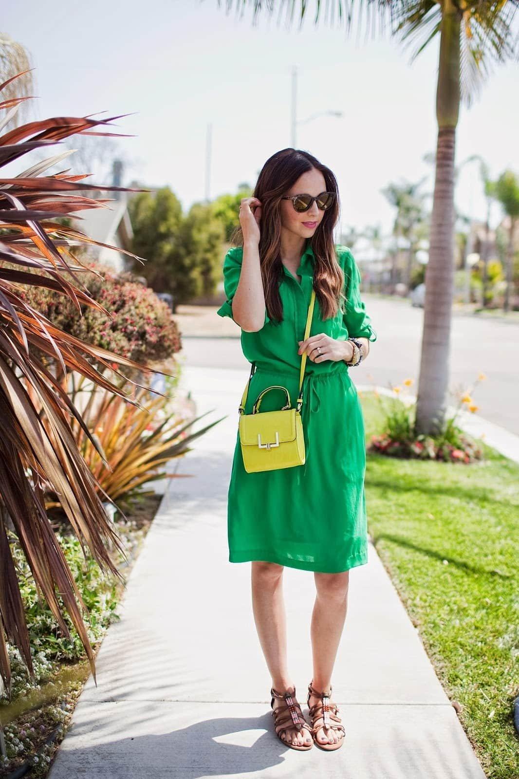 изысканный, образ в зеленом платье фото чаще