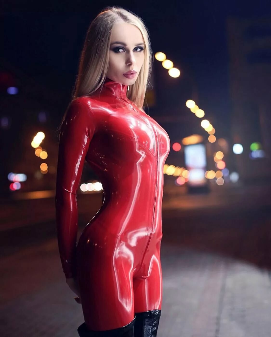 klett-latex-style-moms-pussy-leaking