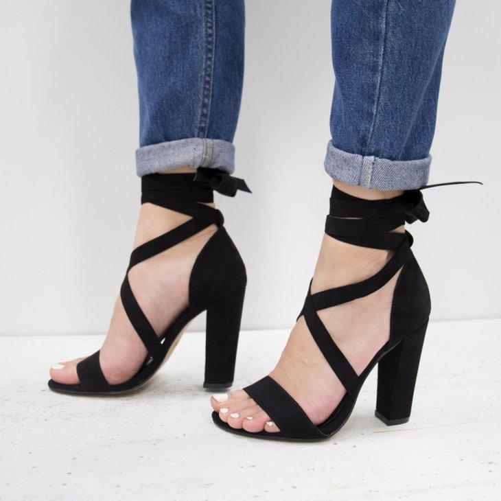картинки босоножки на каблуке на ноге тут