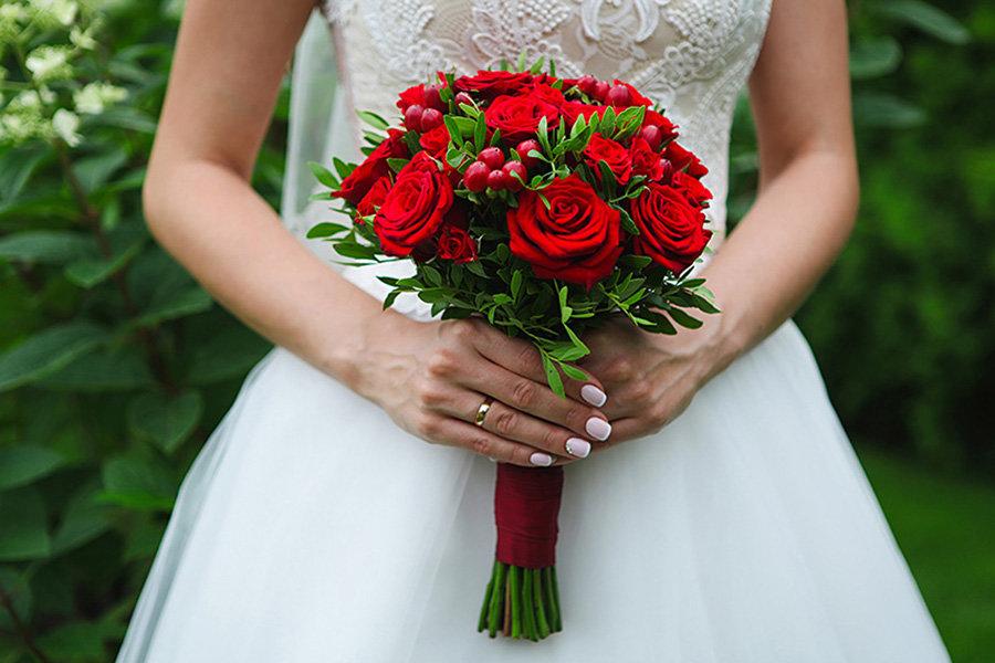 Каллы, свадебный букет в красном цвете фото